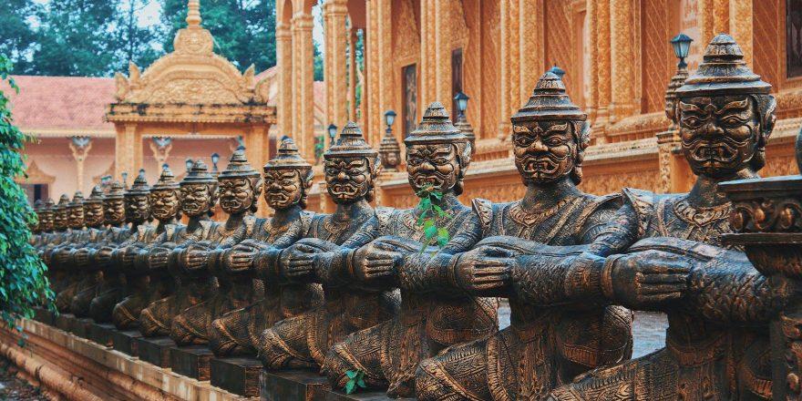 Hình tượng Chằn (Yeak) trong văn hóa Khmer được điêu khắc, chạm trổ tinh xảo và được đặt ở cửa chính diện.